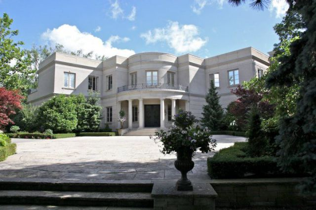 A Mansion In Canada