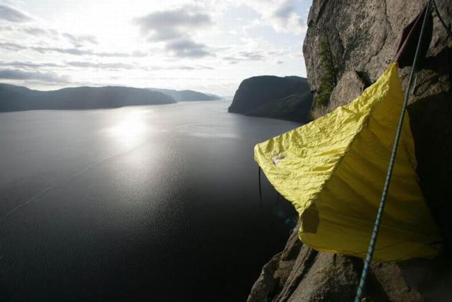 5 Extreme Hanging Tents : hanging cliff tent - memphite.com