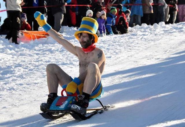 Funny Race Half-Naked (40 pics) - Izismile.com