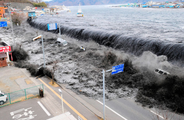 Japan Disaster in 20 Videos