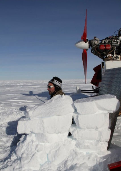 Crossing Antarctica on Aerosleighs