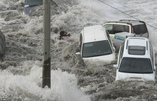 Suicidal Reporter Braves Tsunami For Perfect Photographs
