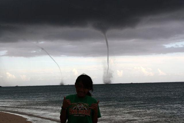 Rare Hawaiian Tornadoes 13 Pics Izismile Com