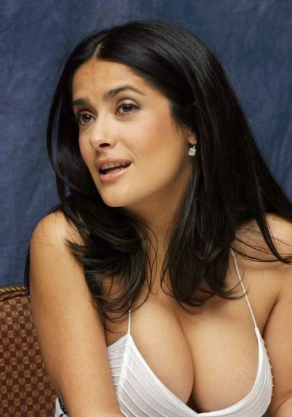 Deep Cleavages of Celebrities (15 pics)