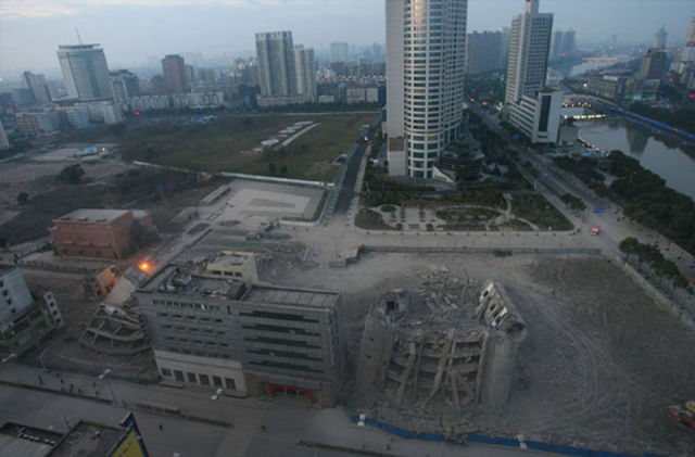 Impressive Demolition of Two Chinese Buildings