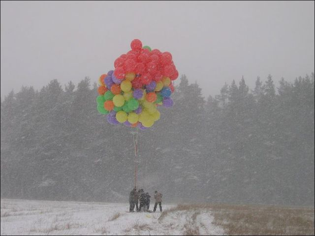 A Cluster of Toy Balloons Takes Russian to a World Record