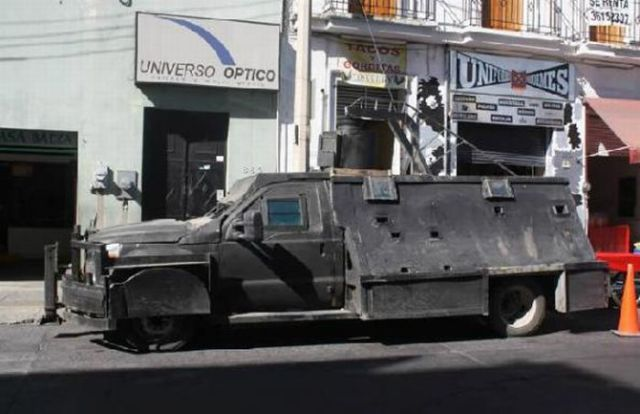 Tanks Drug Cartels Drive in Mexico