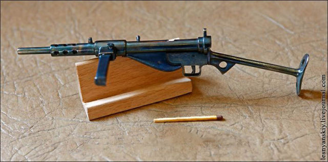 Impressively Detailed Miniature Weapons