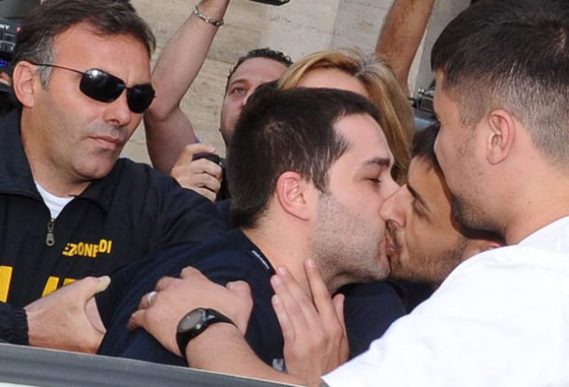 Picture of the Day: Mafiosi Kiss