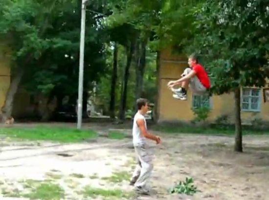 Crazy Russian Kids Having Fun Outside [VIDEO]