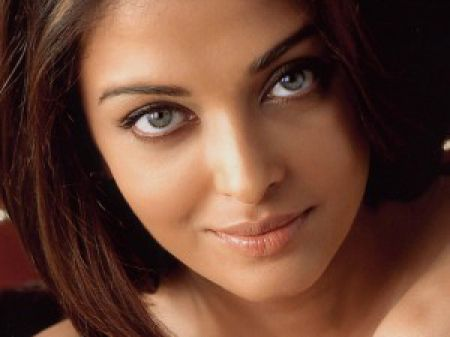 Eye on Stars: Aishwarya Rai Expecting Her First Child and Other Hollywood News