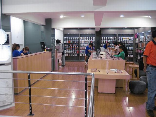 Phony Apple Store