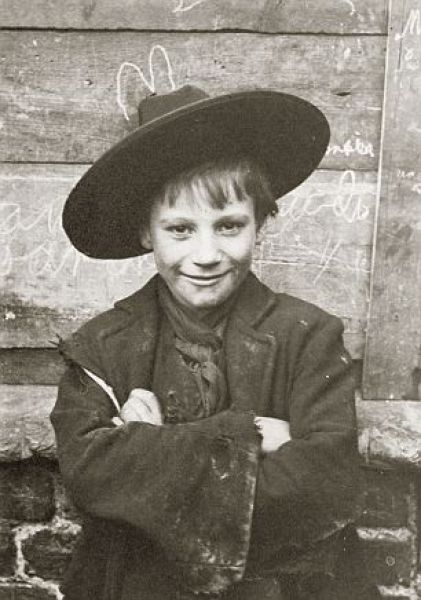 Stark 100 Year Old Photos Of Destitute East End Children