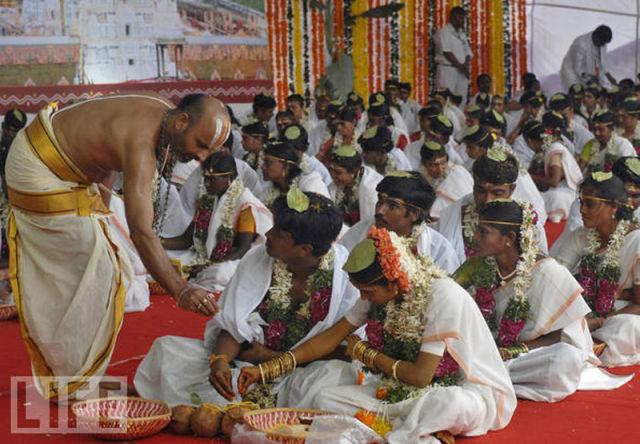 Huge Mass Weddings Across the Globe