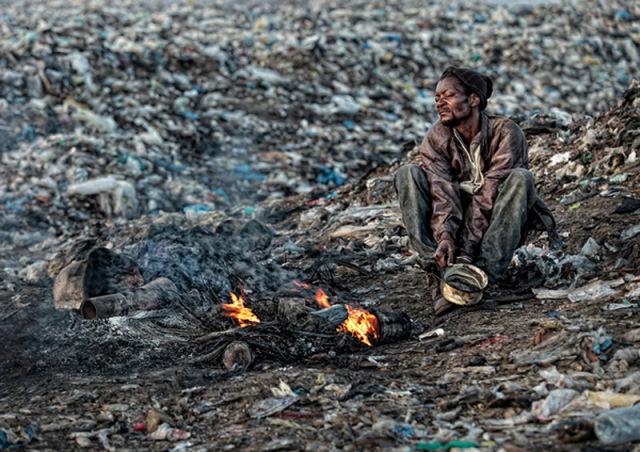 Stark Photos of Mozambique Trash Dump