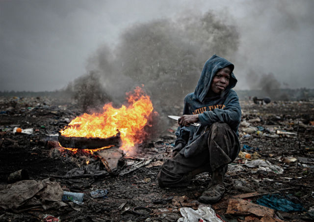 Stark Photos of Mozambique Trash Dump
