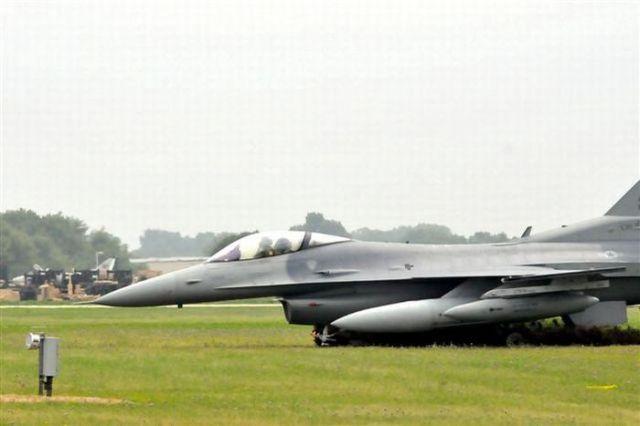 F-16 Fighter Plane Barely Avoids Disaster