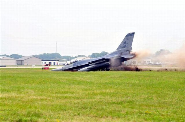 F-16 Fighter Plane Barely Avoids Disaster