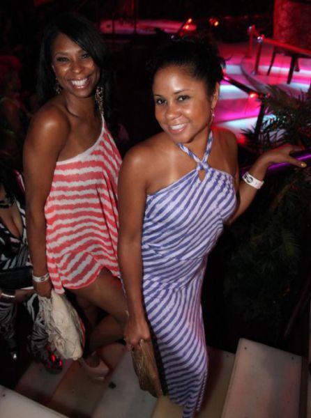 Lil Wayne and Drake Make It Rain $250k at Strip Club