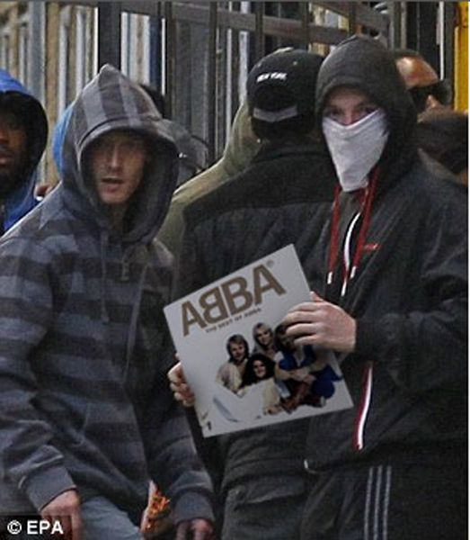 Hilarious Photoshopped London Looter Images