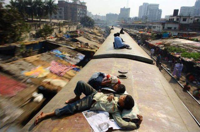 Harrowing Bangladesh Train Hopping Images