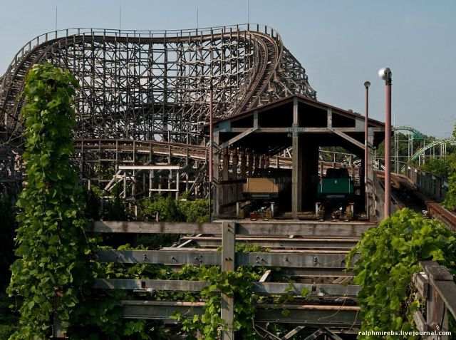 An Abandoned Japanese Amusement Park