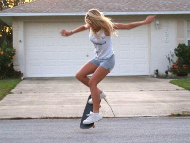 Hot Skater Babe