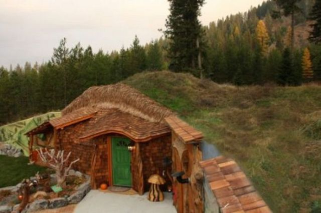 A real hobbit house 8 pics for Cost of building a house in montana