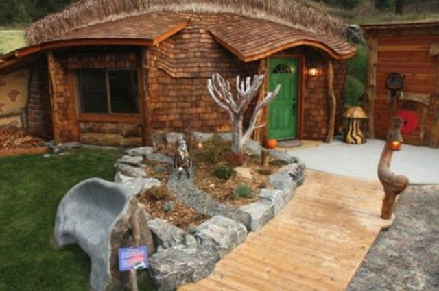 real hobbit house 8 pics