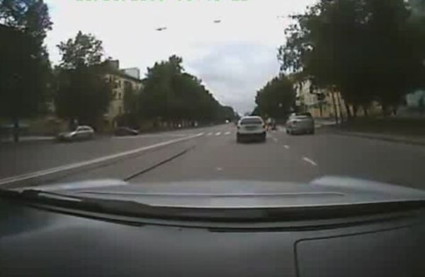 Driver's Smart Move Saves Pedestrians [VIDEO]