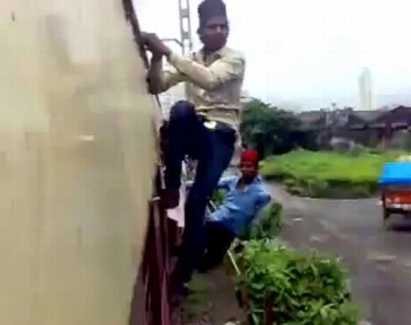Latest Crazy Trend in India: Extreme Train Surfing [VIDEO]