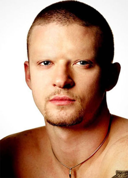 Celebrities With No Eyebrows