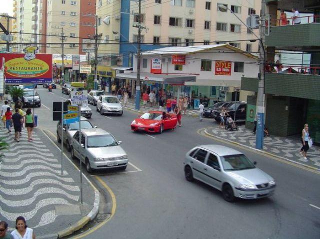 Run-out-of-gas Ferrari Crash
