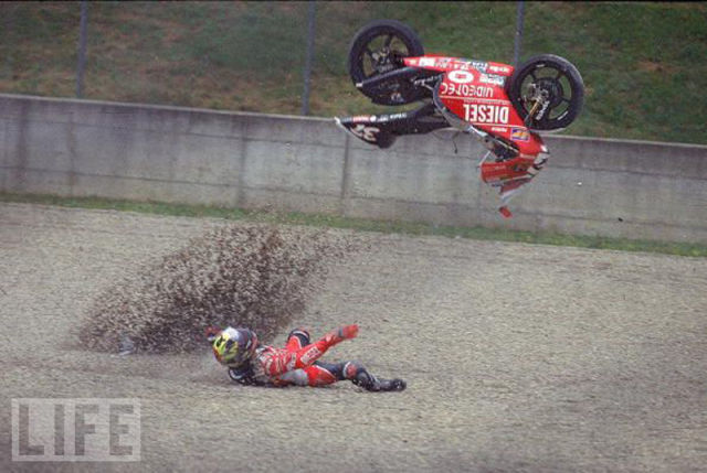Stunning Images of Frightening Motorcycle Crashes