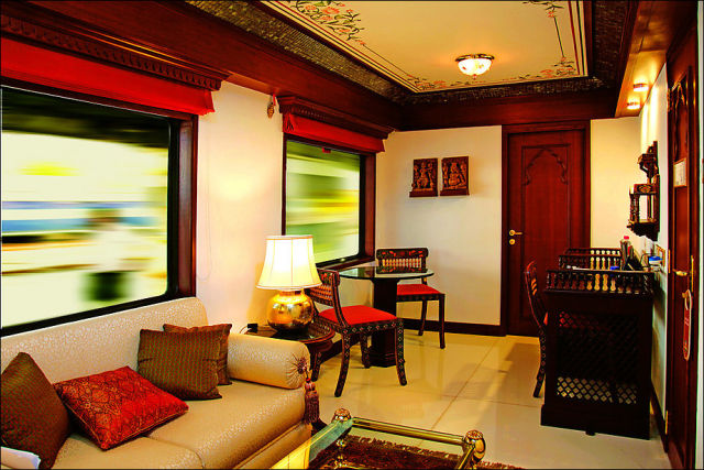 "The Luxuriant Indian ""Maharaja Express"" Train"