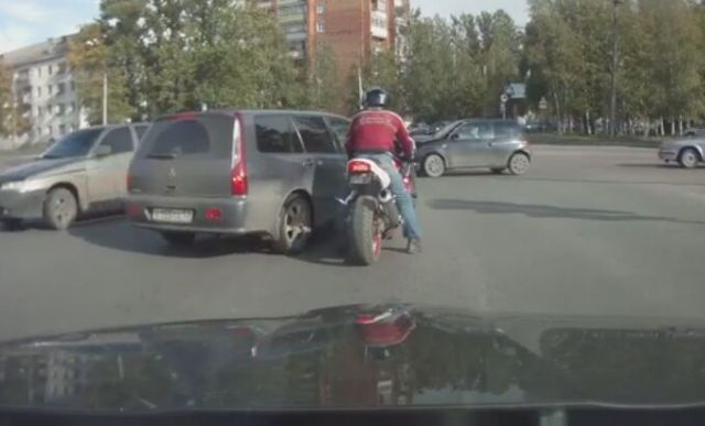 How Road Problems Are Solved in Russia [VIDEO]