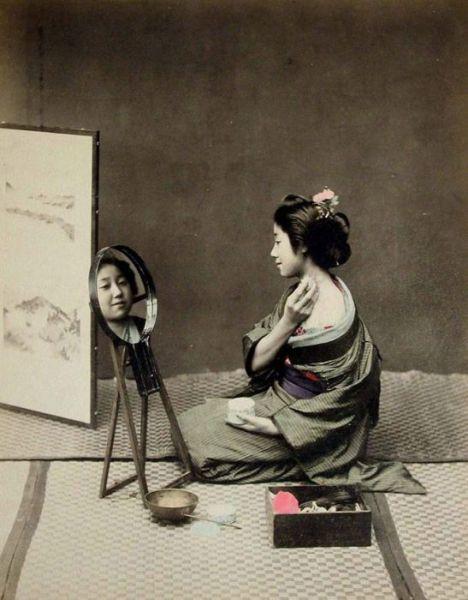retro photos of japanese geisha girls 16 pics. Black Bedroom Furniture Sets. Home Design Ideas