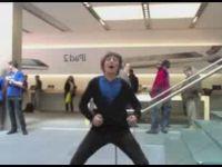 Kid Dances in Apple Store