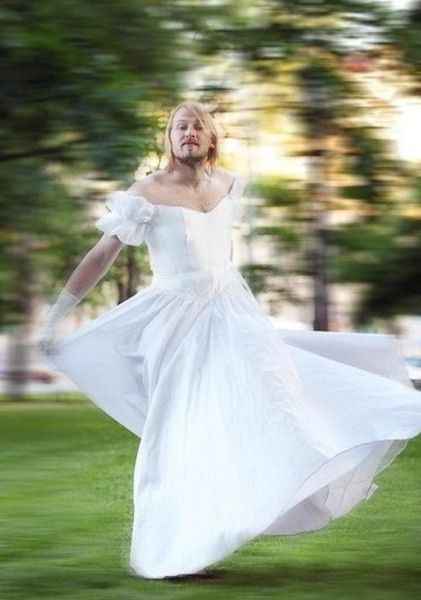 WTF of the Day: Every Bride Has Such Photos