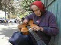 Oldie: Old Woman's Unique Way of Playing Guitar