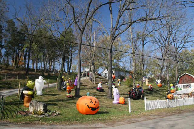 The Best Front Yard Decorations for Halloween