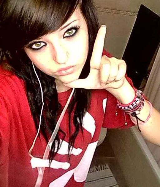 i love emo or scene girls *-*