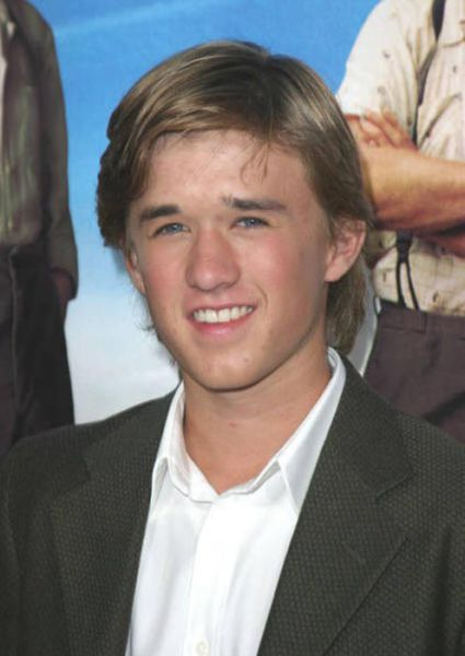 Haley Joel Osment Looks Weird