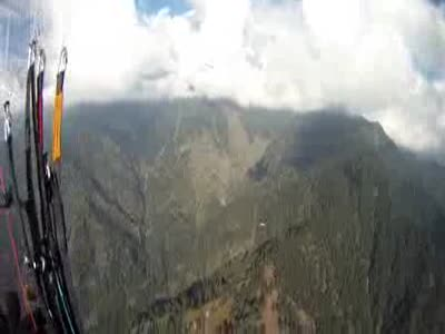 Himalayan Vulture almost Kills Paraglider in Mid-Air