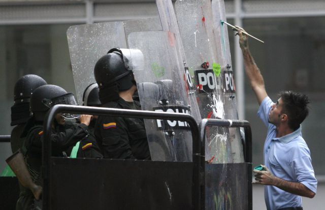 "Colombian Students ""Attack"" Riot Police with Love"