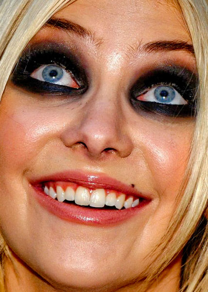 20 Scariest Celebrity Close-Ups - close ups pics, scary ...
