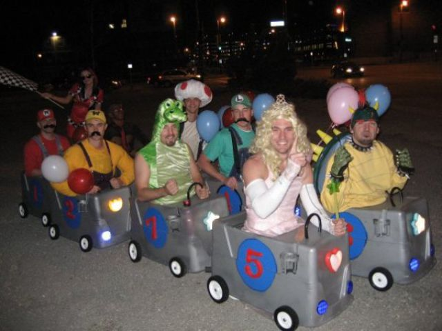 2 Awesome Group Costumes from 2011 & Awesome Group Costumes from 2011 (26 pics) - Izismile.com