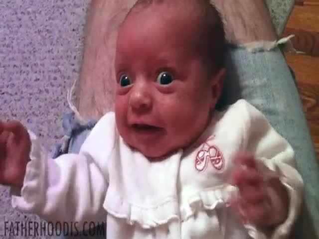 Priceless Face of Baby Confronted to Sounds Dad Makes