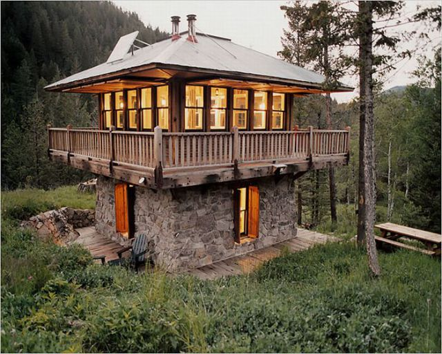 Unique cabins in the woods 47 pics Unique house designs