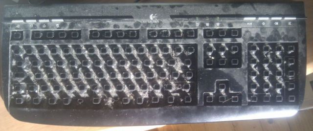 The Right Way to Clean Your Keyboard